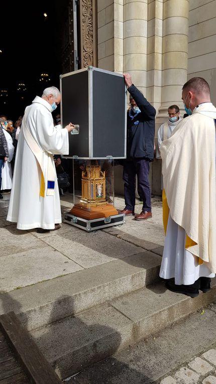 Départ du Reliquaire de Sainte Bernadette.