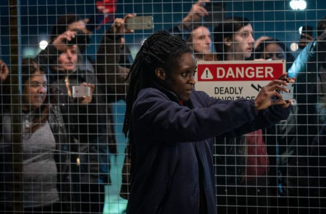 Critiques Séries : Years and Years. Saison 1. Episode 6.