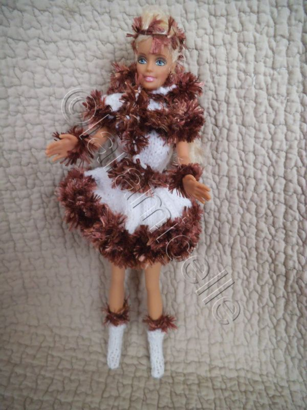 tuto gratuit barbie: cape et bottes neige fauve dorée