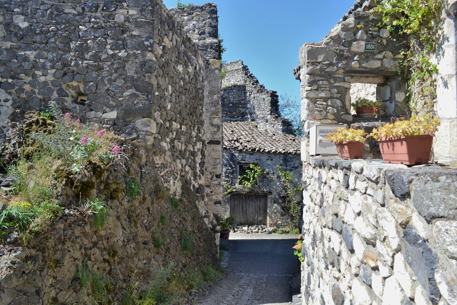 Le Quartier du Château à Rochemaure, surplombant la vallée du Rhône...