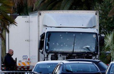 Attentat de Nice : les papiers d'identité d'un Franco-Tunisien retrouvés dans le camion