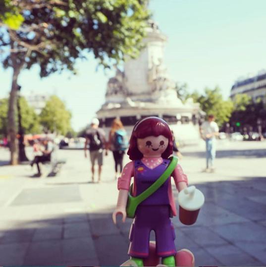 Nina B playmo se balade dans Paris