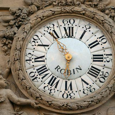 Il est temps de remettre les pendules à l'heure.