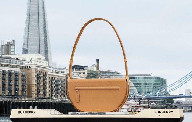 Buzz : Burberry fait flotter un sac géant à Londres