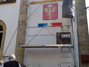 Un nouveau logo sur les côtés de la mairie d'Algrange