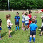 Sports - Sofiane Guitoune au cœur de la mêlée avec les jeunes de l'école de rugby de Vierzon