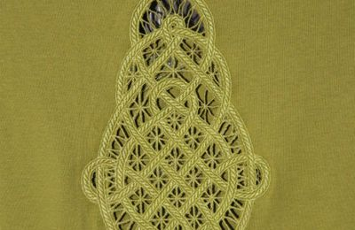 T-shirt cutwork celtique: broderie finie