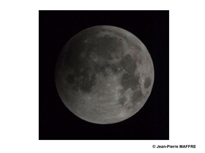 Lorsque la terre se trouve placée entre le soleil et la lune dans un alignement parfait, qui ose dire encore que la terre est plate ?