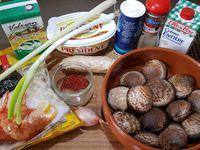 1 - Peler et ciseler l'échalote. Mettre les amandes de mer à cuire dans une casserole avec le vin blanc et l'échalote, saler et poivrer. Couvrir et laisser cuire jusqu'à ouverture. Pendant la cuisson des amandes, peler et couper le gingembre ainsi que la citronnelle et réserver. Une fois les amandes ouvertes rajouter la noix de beurre, la crème fraîche et le persil haché (ou la coriandre). Mélanger, ôter du feu puis retirer les amandes.
