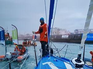 Vendée Globe : Arrivée d'Arnaud Boissières sur La Mie câline