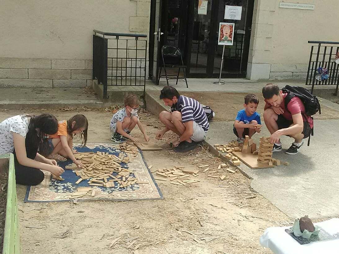 Magie et jeux en bois à la kermesse de la Méjanes