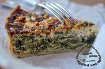 """Tarte aux épinards, oignon, fromage """"cottage"""" et pignons"""
