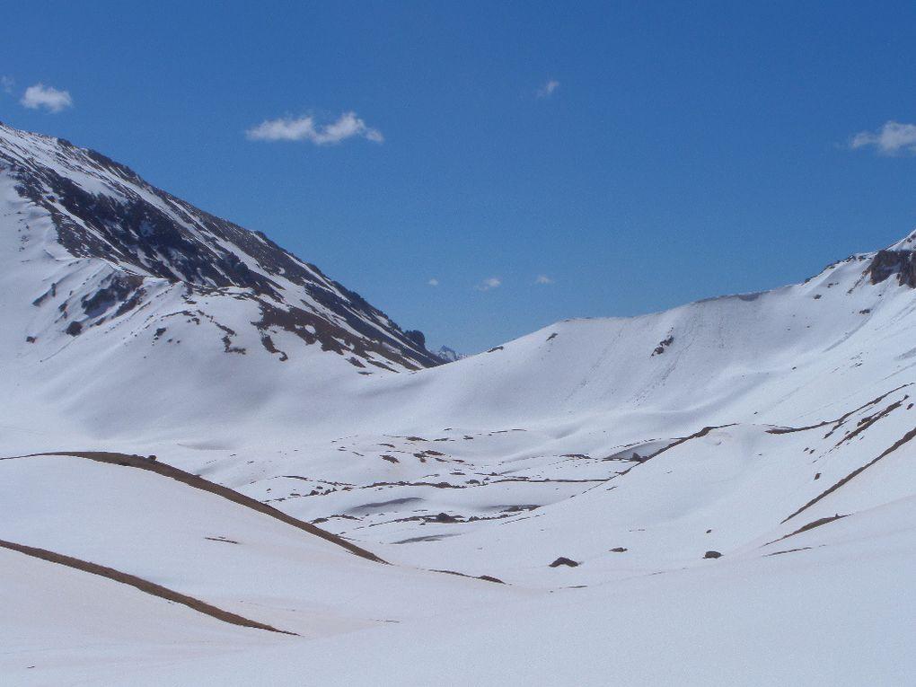 départ des Chalets de l'Izoard (2200m) et montée à ski de fond (avec 1/2 peaux) jusqu'au Col Ourdéis (2420m) puis traversée jusqu'au pied du Col des Peygus ! un régal !