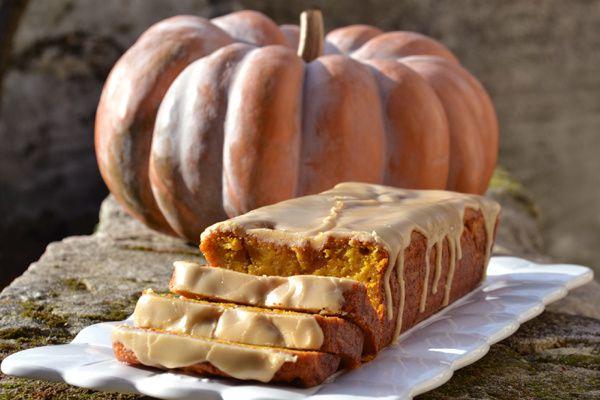 Pumpkin Bread – Le Gâteau Moelleux au Potiron, Glaçage au Sirop d'Erable