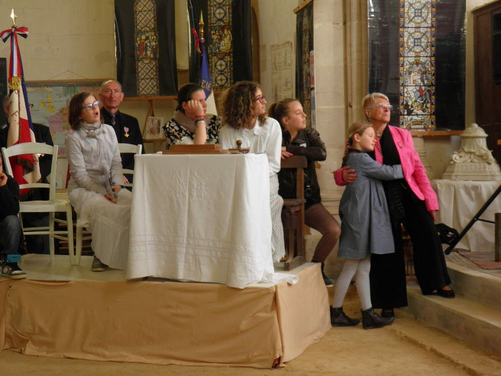La Confrérie des Fins Goustiers assiste à la cérémonie d'inauguration des vitraux restaurés de l'église de Saint-Julien-des-Églantiers.