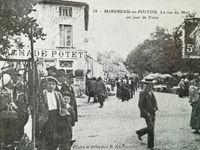 """Foire d'antan à Mirebeau - autos-scooters dans les années 60 - un manège """"Montagne russe""""..."""