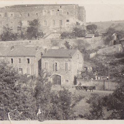 L'ancien couvent à Auzon
