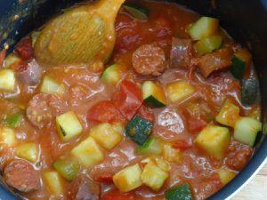 Courgette et tomates à la merguez et œuf
