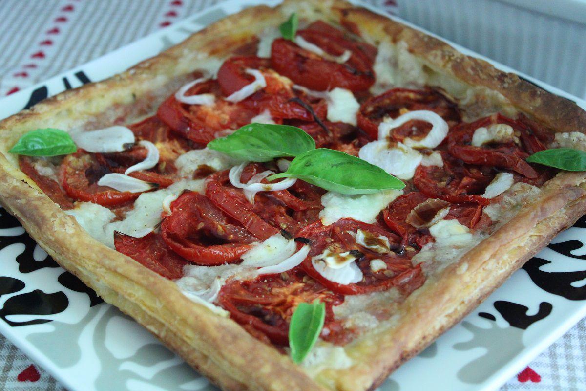 Tarte à la tomate, mozzarella et féta rôtie