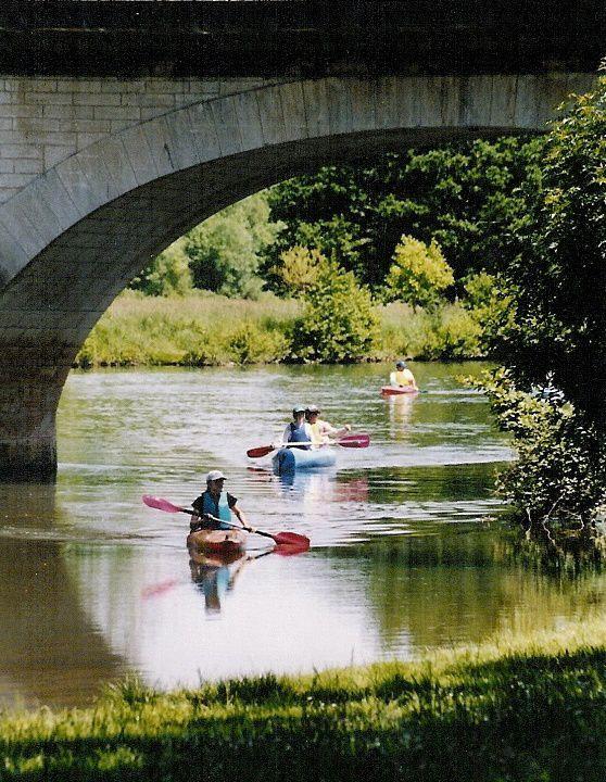 piscine et toboggans aquatiques, gyropodes,  canoë-kayak, bateaux électriques, vélo route voie verte...