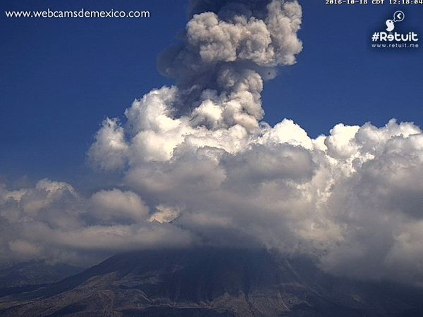 Explosive activity in Colima 10.18.2016 respectively at 5:58, 11:04 and 12:18 local time - a click to enlarge - webcamsdeMexico
