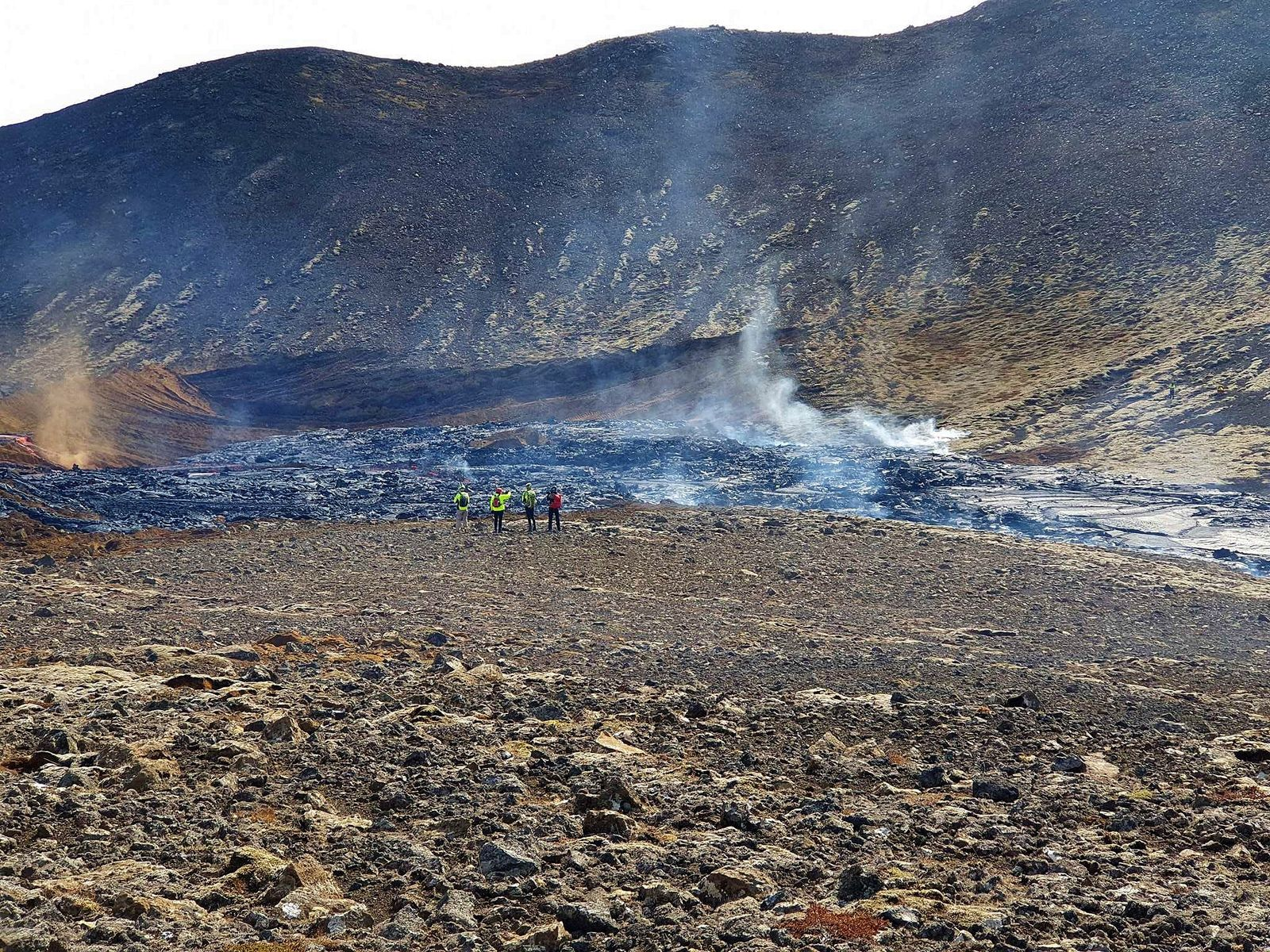 Fagradalsfjall eruption - 22.05.2021 - The lava flow has passed the dam and is heading towards the Nátthaga valley - RUV photo