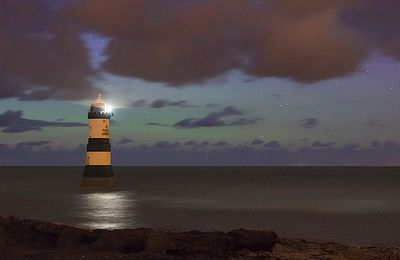 Le Phare     PATIENCE! COURAGE!