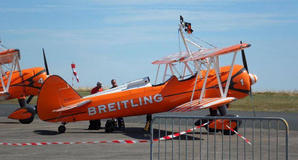 Les Wing walkers sur leurs Boeing Stearman.