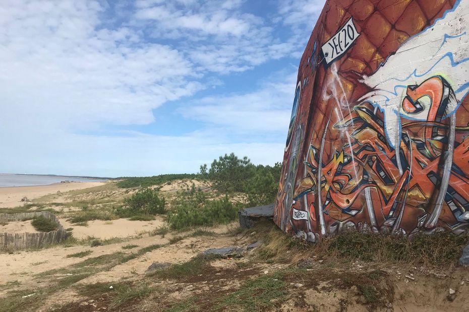 Blockhaus graphé sur la plage de la Grande Côte - Saint-Palais-sur-Mer (17) • © Laurent Pelletier - France Télévisions