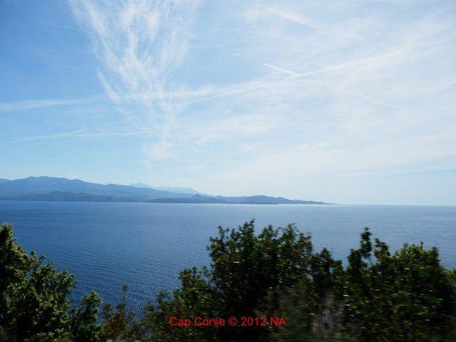 Il y a le ciel, le soleil, la mer et aussi la montagne...et tout le reste
