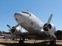Quelques trésors des Ailes Anciennes ainsi qu'un A350 tout juste sorti de l'usine voisine