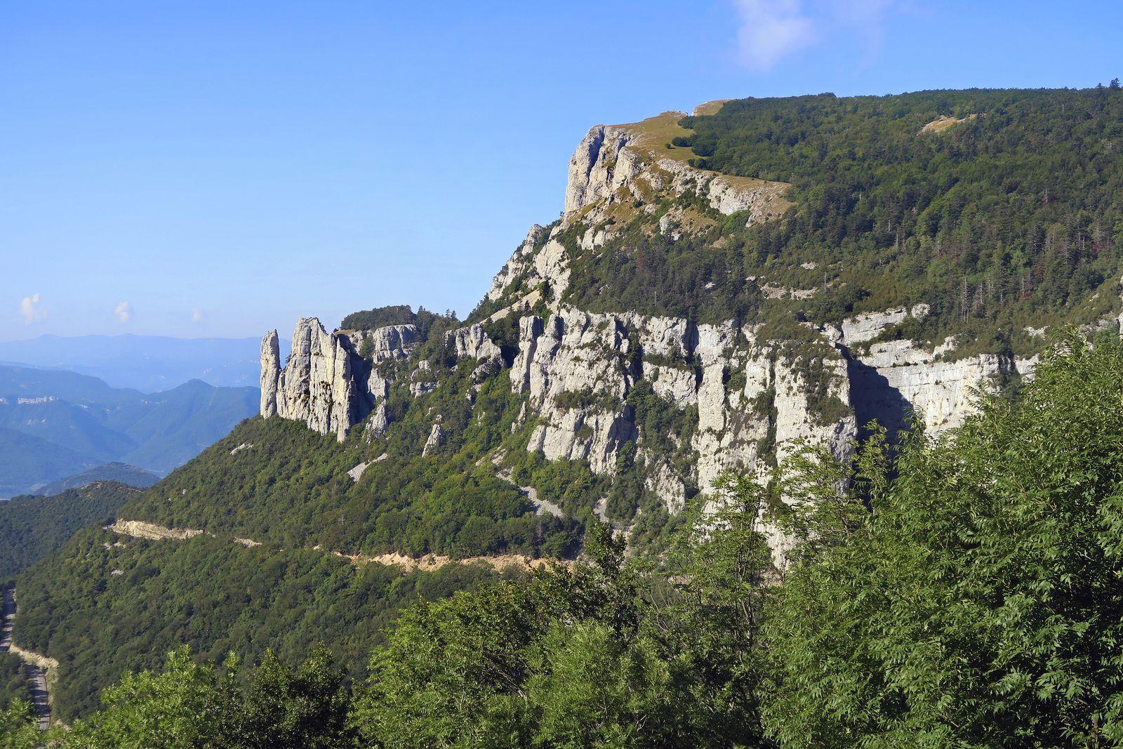 Les Aiguilles et les Rochers de Chironne vus du nord.