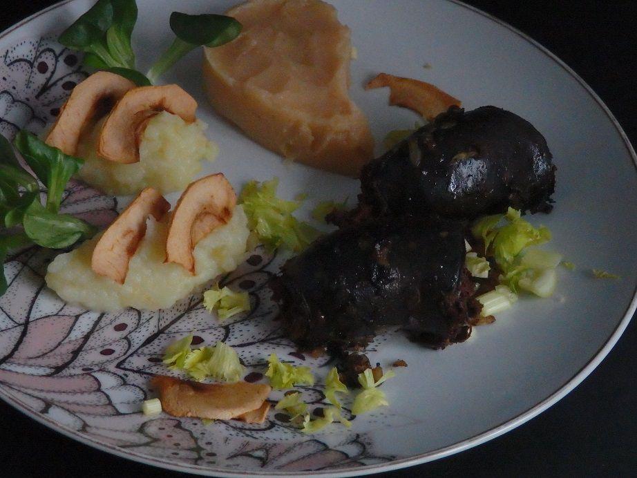 Boudin noir, crème de coing et chips de pomme