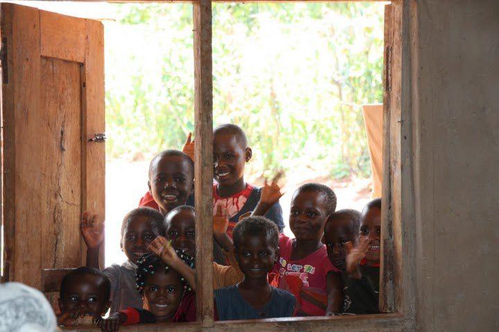 Des yeux, des cœurs, des mains, des enfants... le visage du Cameroun, le visage du futur de l'Afrique.