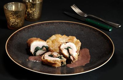 Viennoise de volaille fermière  farcie au foie gras, gratin de pâte au Comté, lard de Colonnata