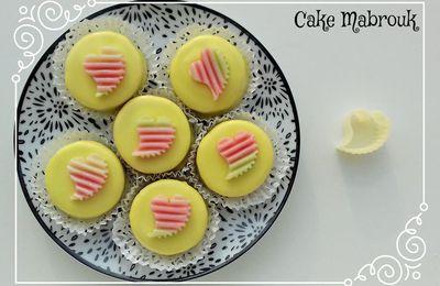 M'khabez gâteaux aux amandes glaçage au citron petit coeur volant