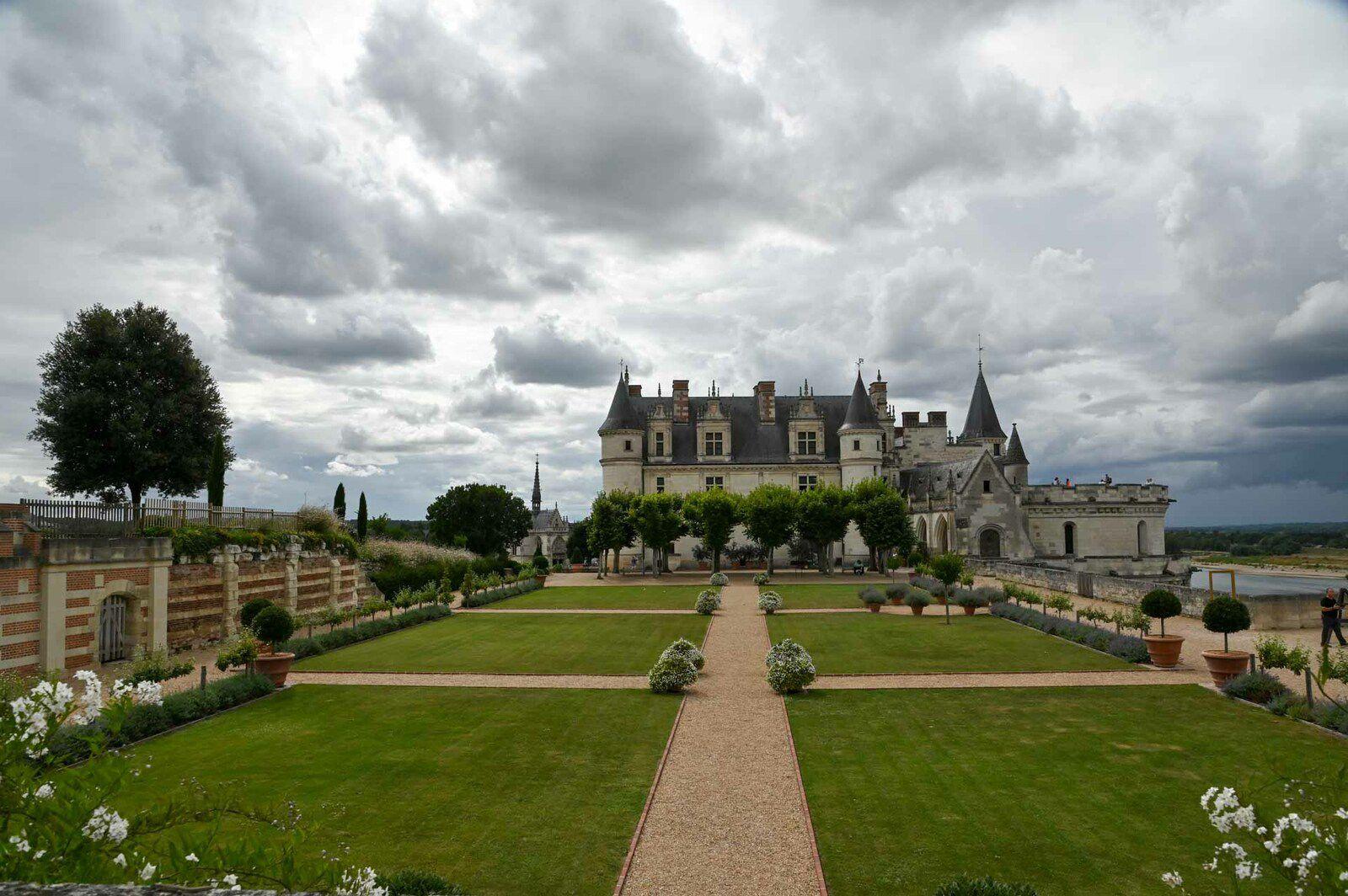 AMBOISE : Le Chateau et ses abords