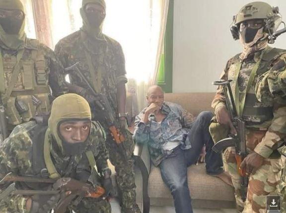 Guinée, l'apprenti sorcier Alpha Condé renversé par son armée
