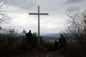 Sainte-Catherine : La croix et la forêt