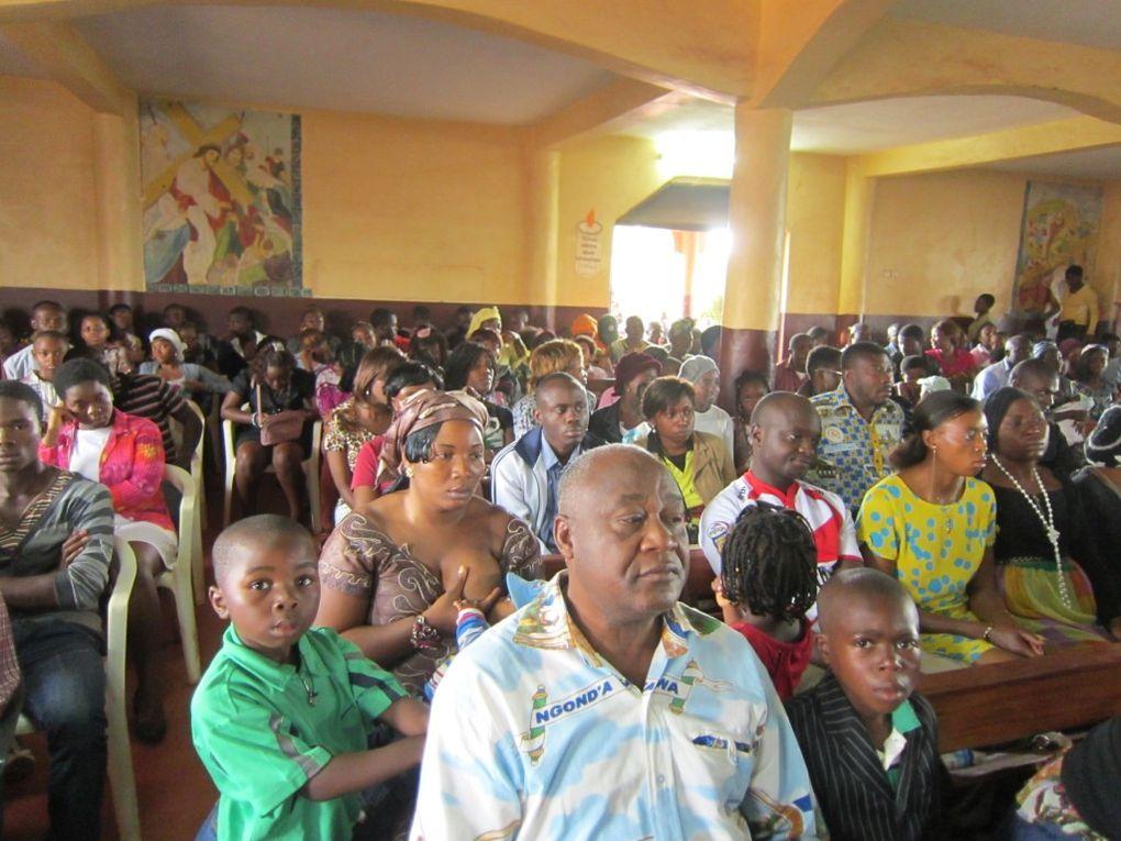 Et nous arrivons à BAFOUSSAM ! Notre deuxième lieu de mission MAD cette année au Cameroun ! Nous sommes accueillis à la paroisse de KAMKOP par le Père Ambroise et allons travailler dur avec les jeunes de l'APJK !