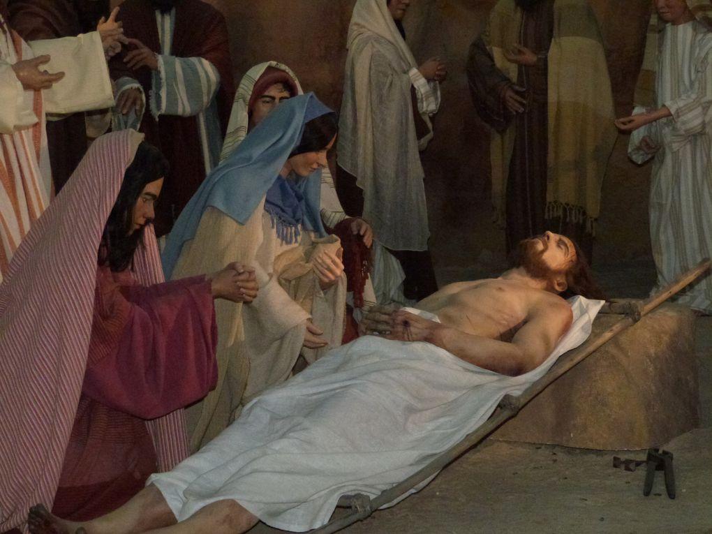 L'arrestation à Gethsémani - La flagellation - le portement de croix - Le voile de sainte Véronique - la crucifixion -  Jésus-Christ élevé sur la Croix - La douleur de Marie près du corps descendu de la Croix - La mise au tombeau -  La Sainte Croix de Jésus, folie pour l'homme, qui nous libère et nous sauve : Crois, et tu seras sauvé -