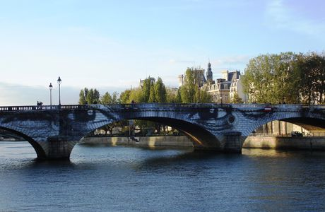 Paris, sur les rives de l'Ile Saint Louis, Women are Heroes de JR