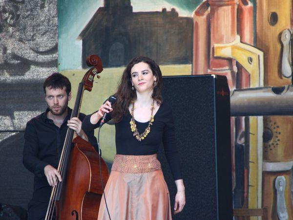 Noémie waysfeld, une chanteuse et comédienne française, une musique inspirée par le chant klezmer, le chant russe, le fado, le flamenco, le classique et la chanson française