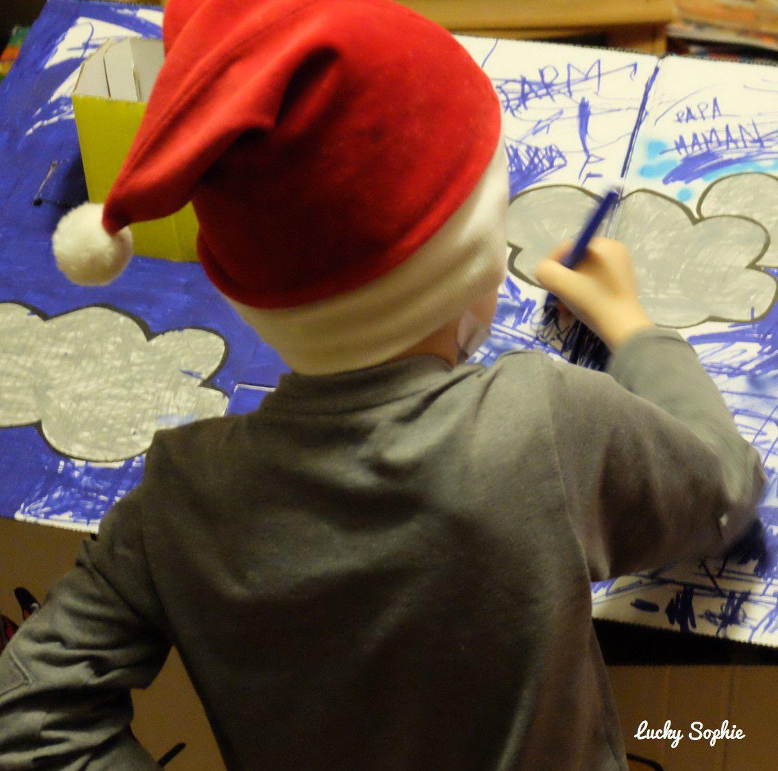 L'activité coloriage suit les saisons : soulignons l'importance de porter un bonnet de Noël en décembre ! ;-)