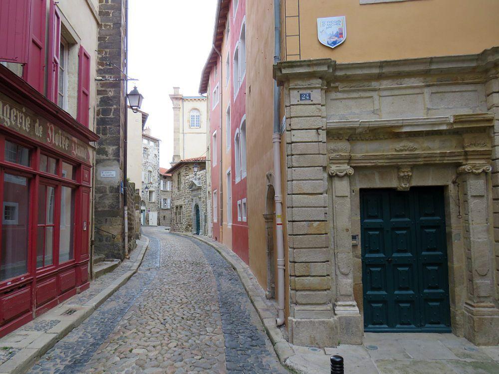 Ville préservée sur un site unique au monde, dotée d'un patrimoine sacré exceptionnel.