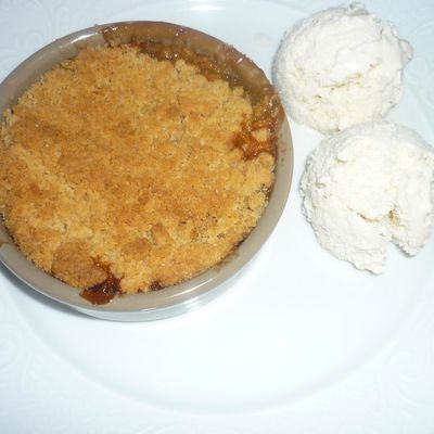 CRUMBLE RHUBARBES-POMMES ET SA GLACE VANILLE