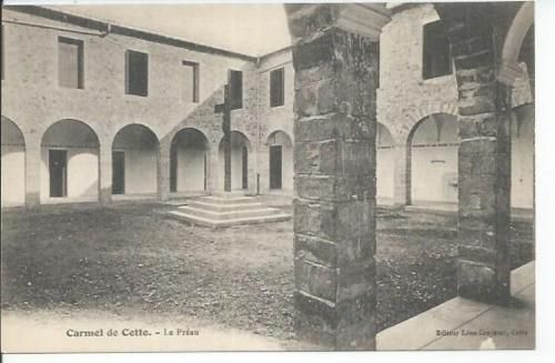 la chapelle,clocher,couvent,fronton chapelle,le cloitre,