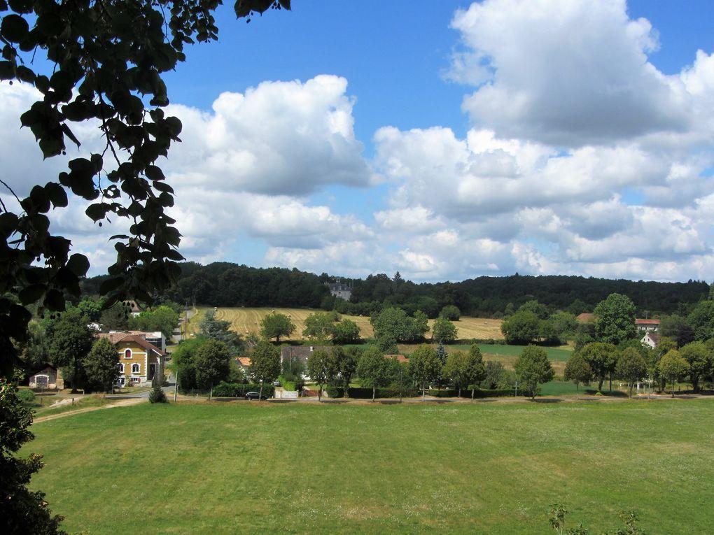 Une campagne environnante, riante et elle aussi peuplée de petits châteaux qui se nichent dans la verdure.