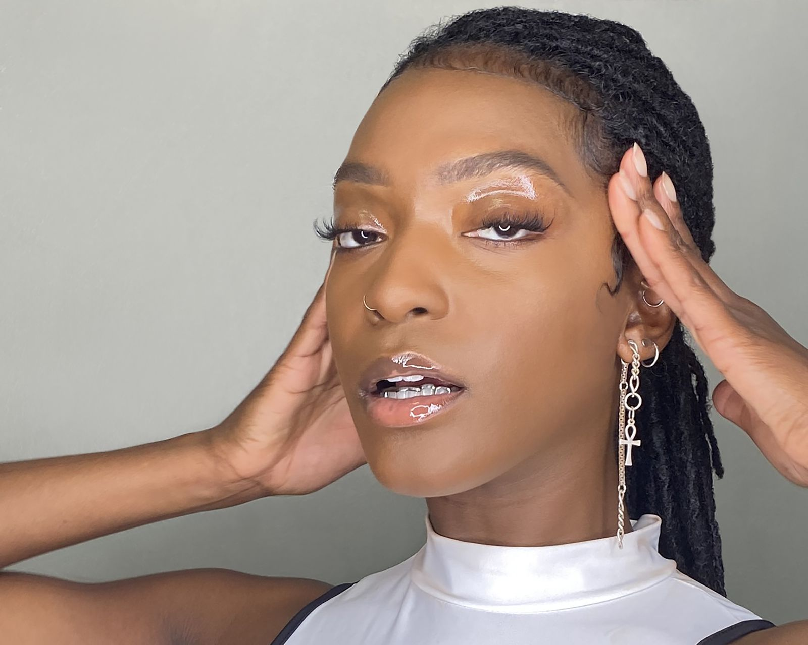 CHECK POP'N'B SONGSTRESS 'DEJA' AND HER SINGLE 'CONTROL'