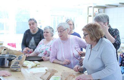 Les Seniors d'Hellemmes partagent leurs savoir-faire culinaire.